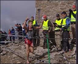 Vinnar Florian Heinzle i Skåla opp. Foto: Cosmin Cosma NRK