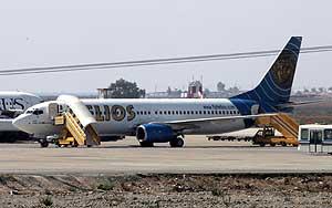 Verken besetning eller passasjerer ville gå om bord på Helios-flyet som skulle til Sofia i dag. Foto: Reuters/Scanpix