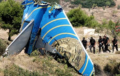 FALSK SMS: Mannen som påstod at han fikk en SMS fra søskenebarnet om bord i flyet, ble mandag arrestert. (Foto: Yiorgos Karahalis/Reuters)