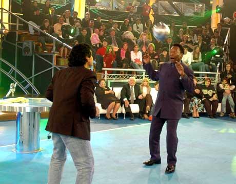 Maradona og Pele trikset på TV. (Foto: AP/Scanpix)