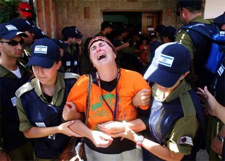 Det var bilete som dette som fekk Ariel Sharon til å gråte. (Foto: Reuters/Scanpix)