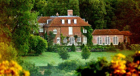 Landstedet Ashcombe House ved Salisbury i Wiltshire, der Madonna og mannen Guy Richie holdt hus da rideulykken skjedde. Foto: Andrew Stuart, AP Photo / Scanpix.