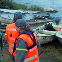 Politiet ønsker hjelp fra flere til letingen rundt sjøen.(Foto:Joar Elgåen/NRK)