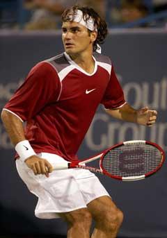 Roger Federer under kampen mot Olivier Rochus. (Foto: AFP/Scanpix)