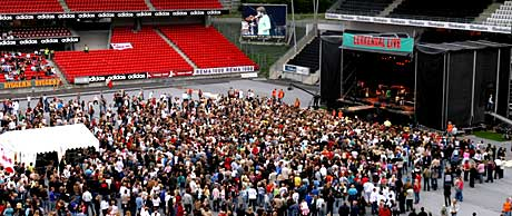 Fredag kveld var det første gang Lerkendal Stadion ble brukt som arena for en stor konsert. Foto: Arne Kristian Gansmo, NRK.
