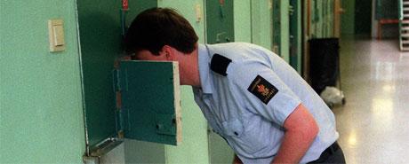 Mannen er dømt for alvorlige lovbrudd, men slipper fengselsstraff.