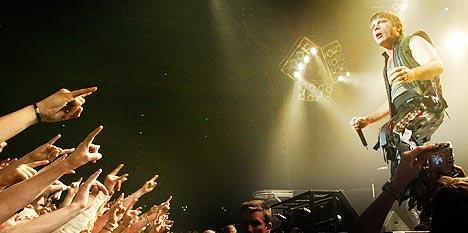 Bruce Dickinson og Iron Maiden var ikke spesielt fornøyd med hvordan konserten utviklet seg på Ozzfest. Her under bandets konsert i Oslo Spektrum tidligere i år. Foto: Heiko Junge, Scanpix.