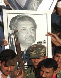 Abdul Qadeer Khan, som solgte Pakistans atomhemmeligheter til flere andre land, fikk mye støtte i hjemlandet (Scanpix/AP)