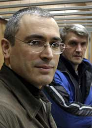 Khodorkovskij har startet en sultestreik til støtte for sin kollega Lebedev (t.h.) (Scanpix/AP)