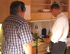 Tron og Inge lager kålstuing. Foto: Per Kristian Johansen, NRK