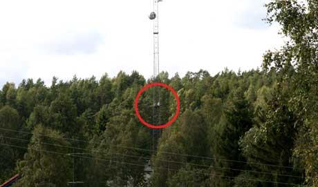 - I pressen i Østfold har det pågått en debatt om det var riktig å omtale et varslet selvmordsforsøk i denne telefonmasta tidligere i høst.(Foto: Lars Petter Brynhildsen, NRK)