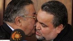 President Jalal Talabani (v.) og Hajim al-Hassani avslutter en pressekonferanse i Bagdad. (Foto: M.Messara, AFP)