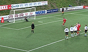 Denne straffa fra Christer Persson, FK Tønsberg, ender på utsiden av stengene. Foto: Olav Døvik, NRK.