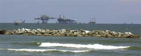 Oljeplattformer utenfor kysten av Louisiana. (Foto: Scanpix / AP)