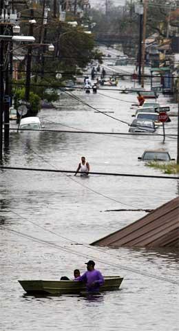Vannet stiger fortsatt i New Orleans, og rundt 80 prosent av byen står under vann. (Foto: AFP/Scanpix)