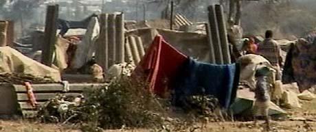 """IMF er i likhet med FN skeptisk til hvordan Mugabe behandler sine undersotter - disse er gjort hjemløse under """"oppryddingen"""" i slumområdene. (Foto: Amnesty)"""