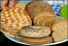 Variér brødtypene: Bagels, polarbrød og rundstykker er gode alternativer (Foto: NRK)