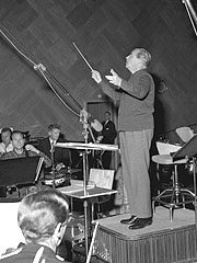 Dirigent Øivind Bergh i arbeid med Kringkastingsorkesteret i 1960. NTB arkiv Jan Nordby / SCANPIX