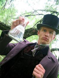 Her har eg kledd meg ut som den tyske forskaren Johann Buchner. Foto: NRK