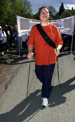 Gåstaver er populært. Her fra Grethe Waitz-løpet i 2003. Foto: Scanpix
