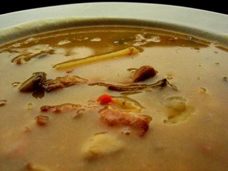Suppe med sopp og bacon er perfekt turmat. Foto: Elizabeth Higson, NRK