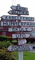 Skilt viser veg til UFO-ringen. Foto: Mari Møen/NRK
