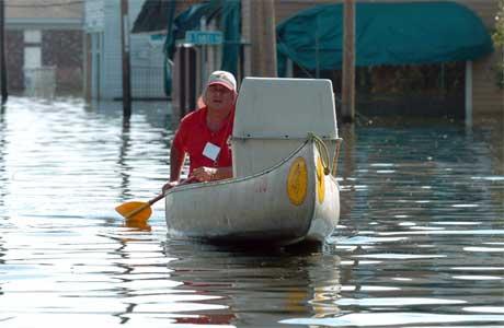 Alle fartøyer blir tatt i bruk i gatene i New Orleans. (Foto: Reuters/Scanpix)