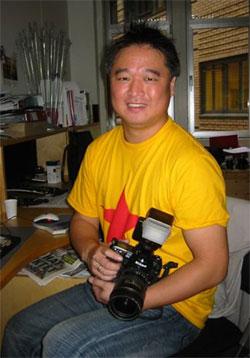 Robert S. Eik forlater jobben i Dagbladet og reiser til Thailand for å utvinne gummi. Foto: Vera Wold