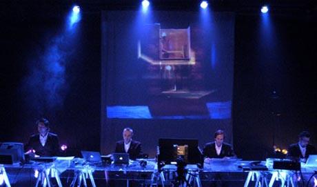 MELANCHOLIA: Forestillingen går på Nationaltheatrets malersal under Samtidsfestivalen.