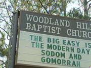 """""""The Big Easy"""" er et kjælenavn på New Orleans. Meldingen på skiltet utenfor denne kirken i Texas antyder at Guds vrede rammet befolkningen der, slik det skjedde med Sodoma og Gomorrah i det gamle testamentet."""