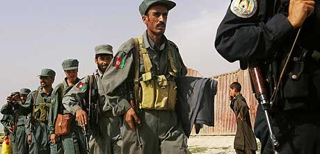 Rundt 1200 afghanske politimenn er sendt til Kabul for å hjelpe til med å opprettholde sikkerheten i forkant av valget 18. september. (Foto: Reuters/Scanpix)