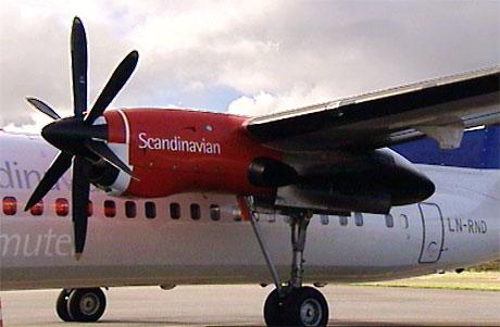 Et lys indikerte at noe var galt med den ene motoren på Fokker 50-flyet. Foto: Arne Gunnar Olsen
