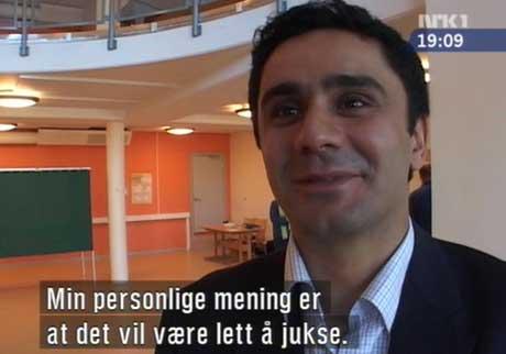 Valgobservatør Ulvi Akhundly, som uttalte seg på Dagsrevyen i kveld. (Foto: NRK1)