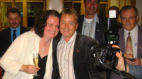 Sylvia Brustad og Knut Storberget jubler over valgresultatet.