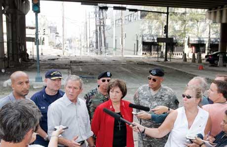 USAs president George W. Bush besøkte i dag det franske kvarteret i New Orleans. Foto: Reuters/Scanpix