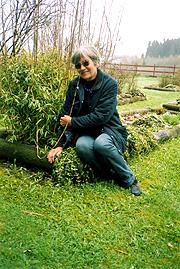 Anne Sofie Larsen har over 300 planter i hagen. Foto: Haakon D Blaauw