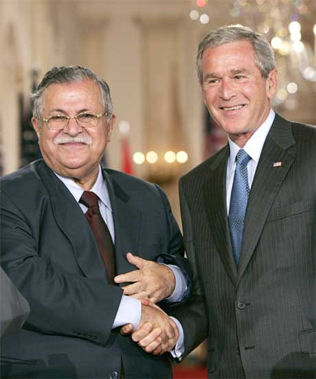WASHINGTON D.C.: Bush og Talabani på pressekonferansen i dag. (Foto: Scanpix / AP)