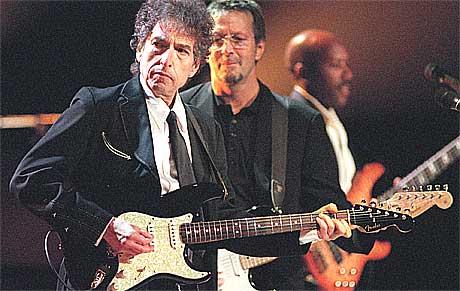 Platekjeden HMW godtar ikke at Bob Dylan har solgt seg til en konkurrent. Foto: Scanpix.