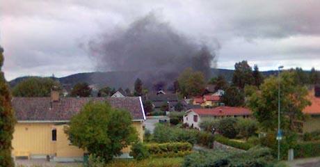 Røykutviklingen fra brannen ved Haugerød & Nilsen var synlig langt av sted. Foto: Bo Lilledel Andersen