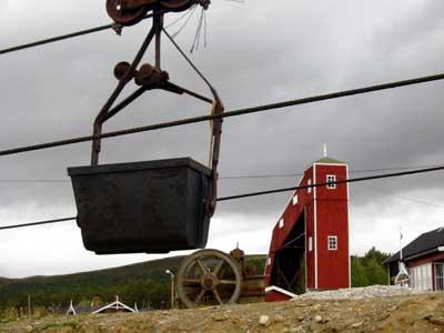 Folldal kommune får kritiikk for at de ikke rydder opp i de gamle gruvene (Foto: NRK)