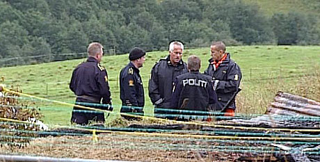 Etterforskere på brannstedet. Foto: NRK Trøndelag