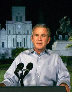 George W. Bush talte til nasjonen fra Jackson Square i New Orleans. (Foto: Susan Walsh/AP/Scanpix)