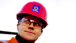 MÅ KUTTE: Statoil-sjef Helge Lund skal redusere kostnadene. (Scanpix)