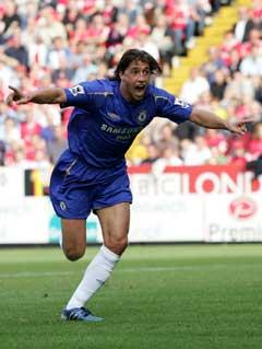 Hernan Crespo er med i troppen og møter lagkamerater fra Chelsea. (Foto: AP/Scanpix)