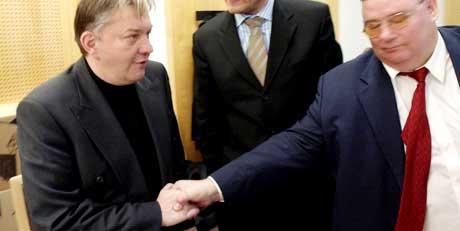 Torgeir Stensrud (til høyre) vitnet mot Trond Kristoffersen da Kristoffersen sto tiltalt i Finance Credit-saken. I morgen står han selv som tiltalt i saken. (Foto: Erlend Aas/Scanpix)