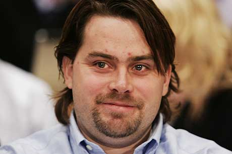 En smilende David Toska på tiltalebenken da NOKAS-saken startet i Stavanger mandag. Foto: Erlend Aas / SCANPIX