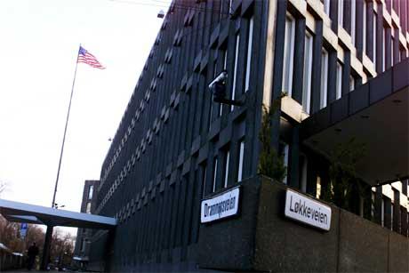 USAs ambassade i Oslo blir ikke flyttet fra Drammensveien med det første. Foto: Cornelius Poppe / Scanpix.