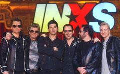 J.D. Fortune vant finalen av Rock Star:INXS. Her sammne med resten av bandet. Fortune er nummer tre fra venstre.Foto: REUTERS/Phil McCarten