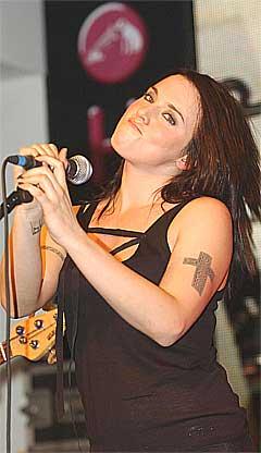 Mel C er på promotur i Australia med albumet Beautiful Intentions som hun slipper på sitt eget plateselskap Red Girl Records. Navnet skal være inspirert av favorittlaget hennes, Liverpool FC. Foto: Scanpix.