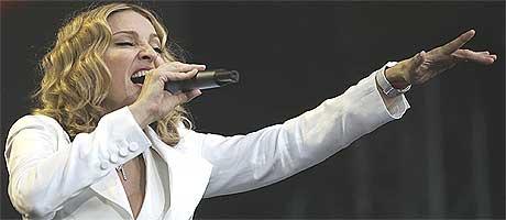 Madonna liker ikke at Ashley Simpson blir foretrukket på forsidene framfor henne. Foto: Scanpix.